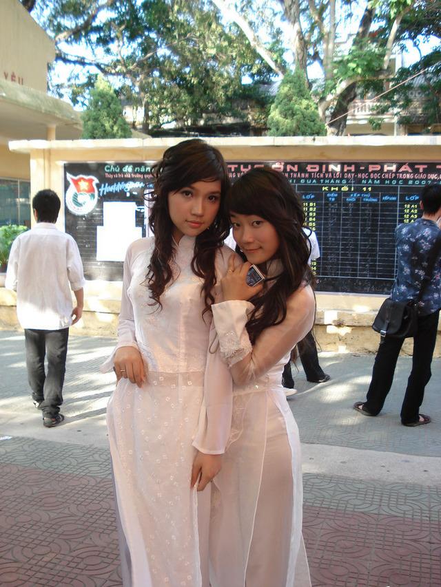 【アオザイ少女】ベトナムのアオザイという清楚なようでエロエロな見た目の民族衣装wwwwwww(画像50枚)・48枚目