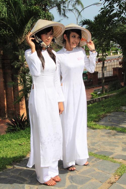 【アオザイ少女】ベトナムのアオザイという清楚なようでエロエロな見た目の民族衣装wwwwwww(画像50枚)・50枚目