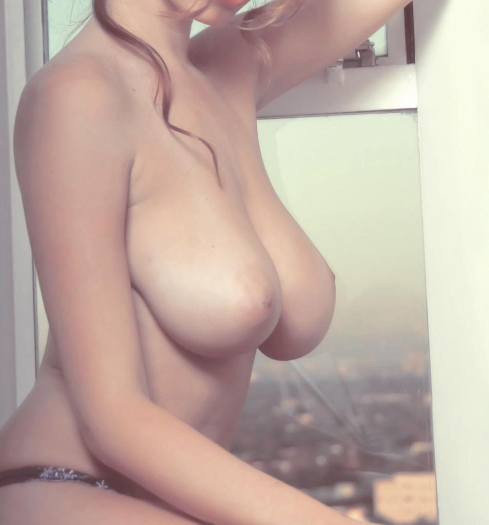 【保存推奨】色白で最高に柔らかそうな白人ロシア系美女のマシュマロおっぱい、揉みた過ぎて草wwwwwww(画像あり)・8枚目