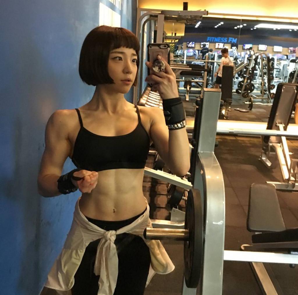 【保存推奨】外国人アスリート系筋肉まんさんのエロ画像、正直力づくで無理矢理犯されたいwwwwww(画像)・16枚目