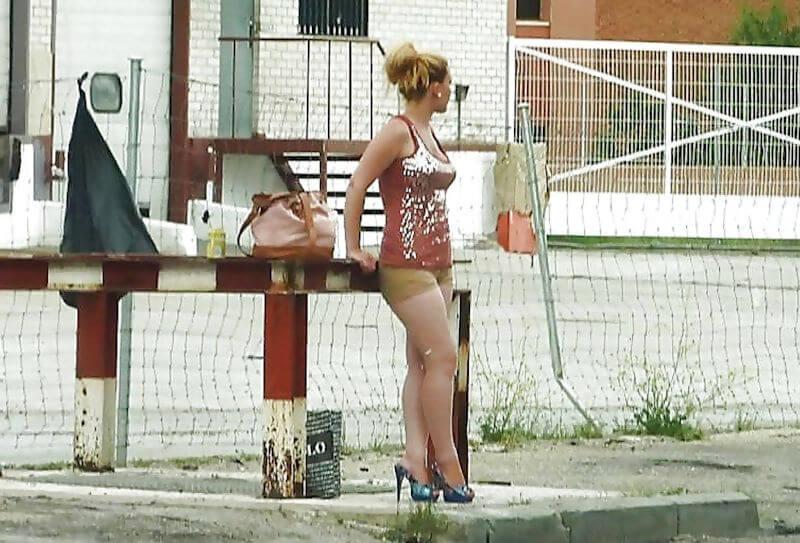 【素人売春婦画像】物価の安い国だとマジで一発数ドルで買える立ちんぼ売春婦さん、こんなん永住不可避だろ!!(画像あり)・14枚目