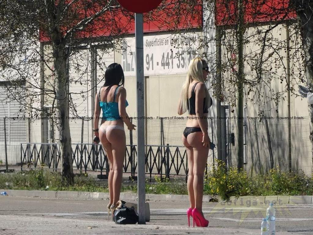 【素人売春婦画像】物価の安い国だとマジで一発数ドルで買える立ちんぼ売春婦さん、こんなん永住不可避だろ!!(画像あり)・21枚目