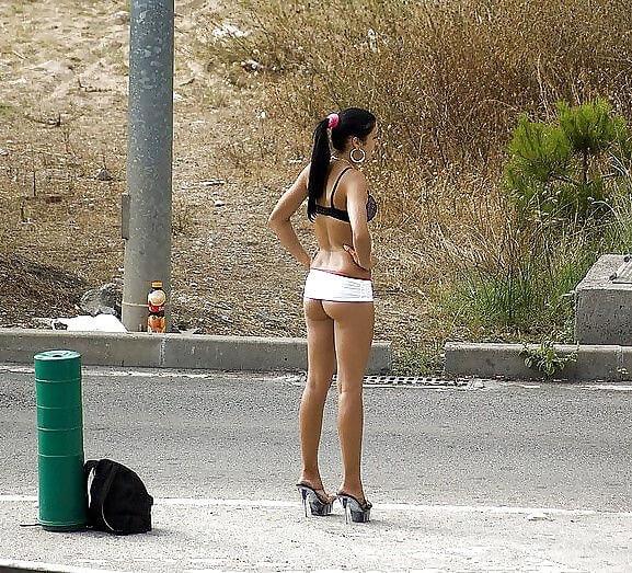 【素人売春婦画像】物価の安い国だとマジで一発数ドルで買える立ちんぼ売春婦さん、こんなん永住不可避だろ!!(画像あり)・25枚目