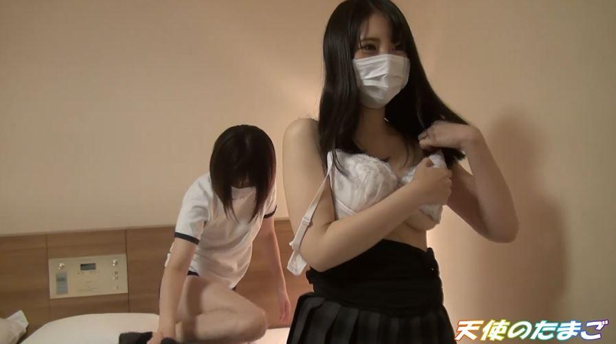 【個人撮影】お小遣い貰った女子高生2人が文句言いながらも唾液混ぜ混ぜフェラチオ&乱交セックス!!・5枚目